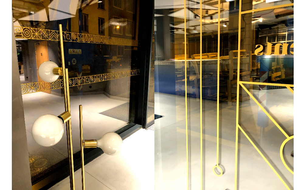 créer un lettrage en or pour une signalétique de vitrine