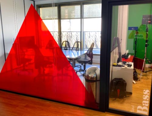 Décoration des bureaux de l'agence La Netscouade (vitrophanie, lettrage, panneaux…)